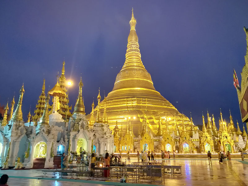 ミャンマー 海外インターンシップ シュエダゴン・パゴダ